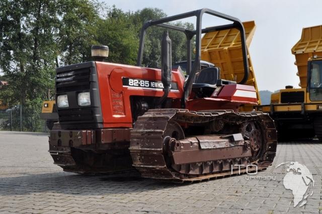 new holland raupenschlepper typ 8285 landmaschine mit. Black Bedroom Furniture Sets. Home Design Ideas